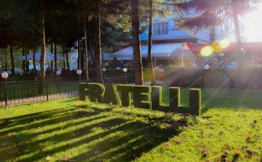 Още е лято в летните градини на Fratelli
